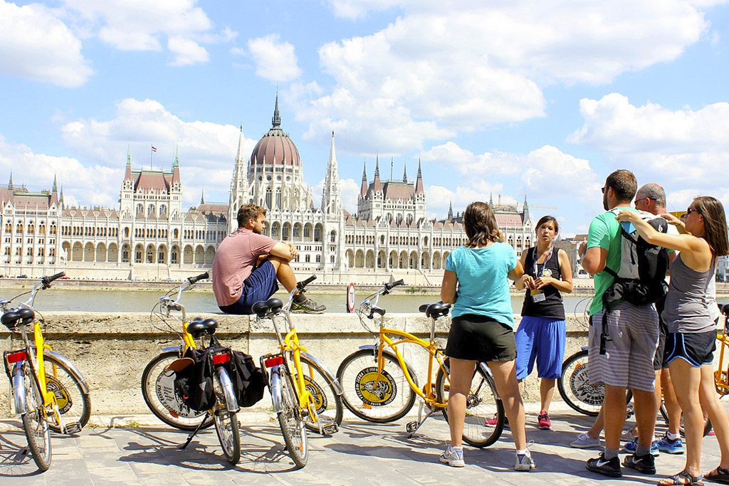 Budapest Bike Tour with Coffee Stop