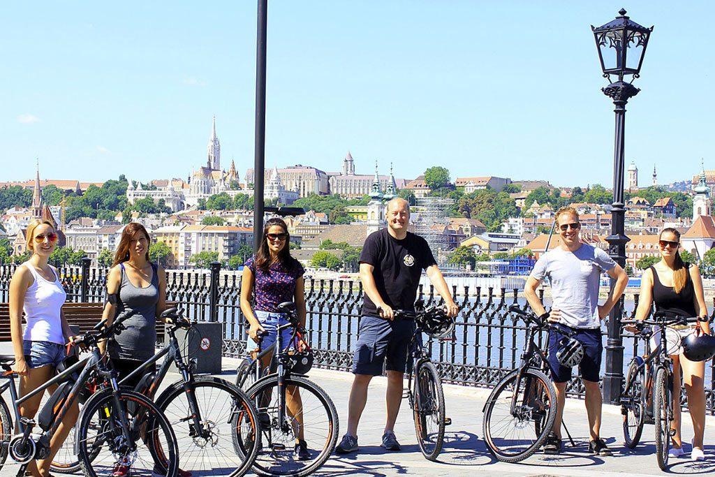 Private Budapest E-Bike Tour with Cafe Stop