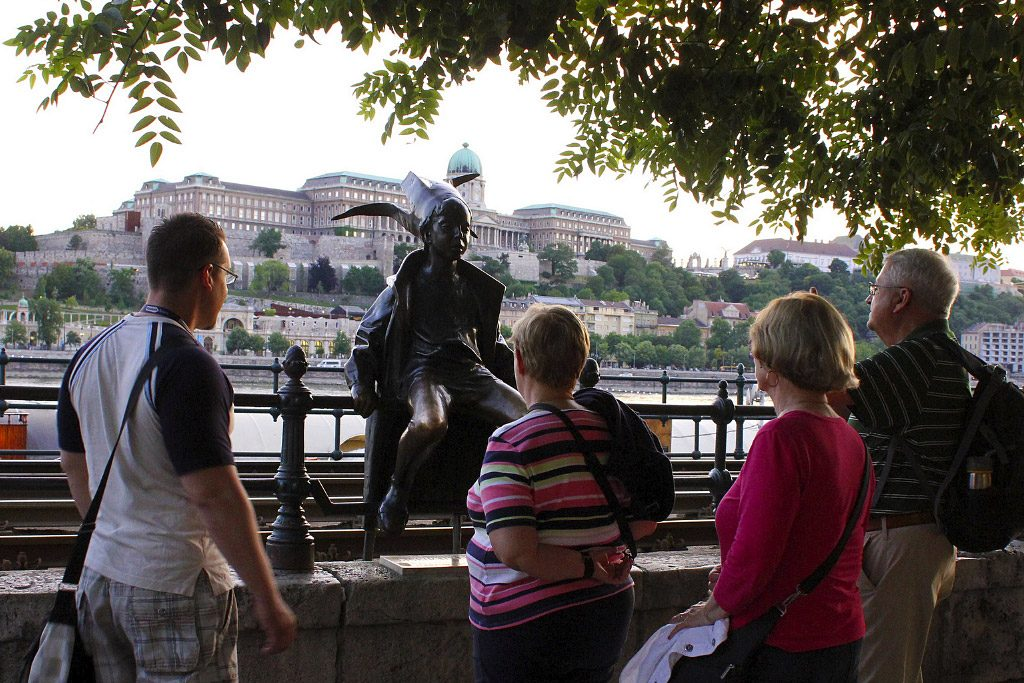 Enchanted Budapest Private Walking Tour and Danube River Cruise